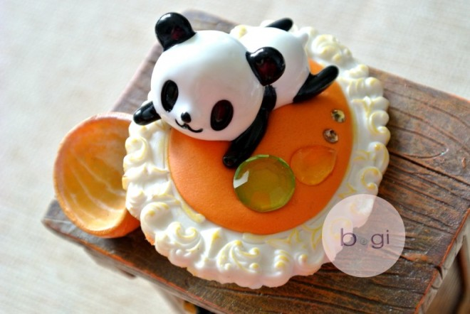 JEWCLAY color special: Sweet Orange Oop, can you see that, Panda is a keramic work, to be on JEWCLAY with no glue. Little Panda feels so soft and cozy for a nap.